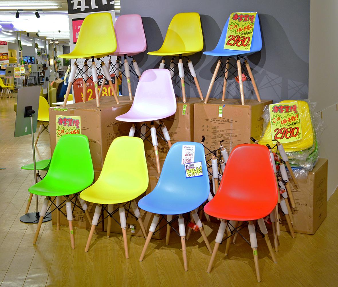 どんな空間でも馴染むシンプルなデザインで当店人気NO.1チェア!まとめ買いのお客様続出中!