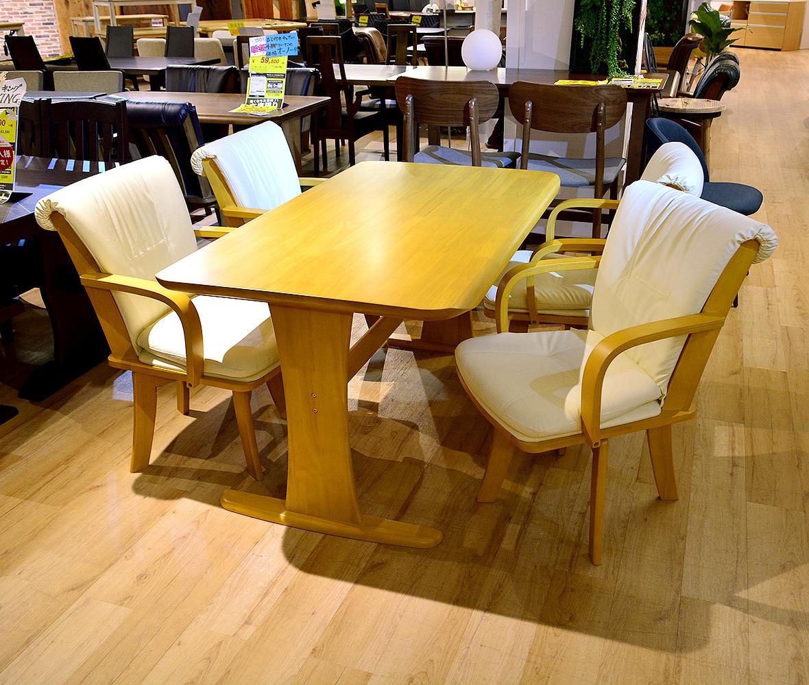 ふっくらとした座り心地で疲れにくい人気のヒジ付き回転椅子4脚+テーブルのダイニング5点セットが在庫限りの大特価!