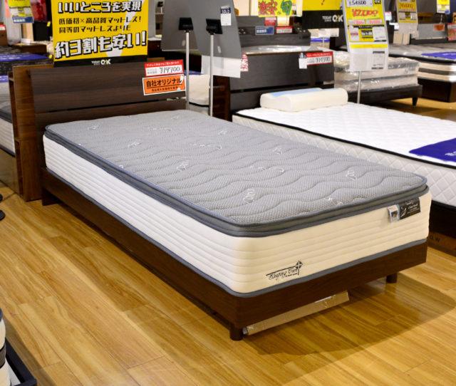 ベッドフレームはコンセント付でスマホの充電や小物を置いたりと便利!マットレスは竹炭素材で消臭・抗菌機能付!全身をバランスよく包む安定感!