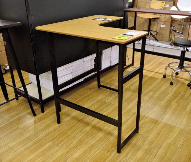 <値下げ>作業・休憩など様々なシーンに合わせて2段階の高さ調整ができるデスク!オーク柄の天板とアイアンフレームのシンプルな組み合わせで、スタンディングデスクやバーテーブルとしても使えるすっきりとしたデザインです。