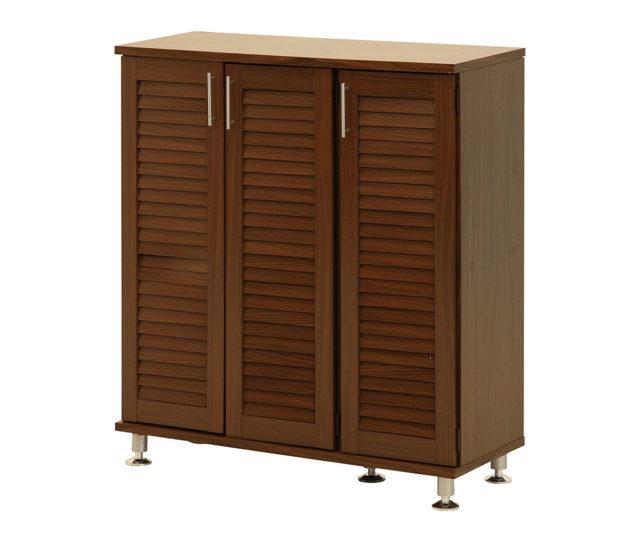 大容量の収納力のシューズボックス! ルーバー仕様の扉で通気性に優れ、湿気やニオイがこもりにくい!