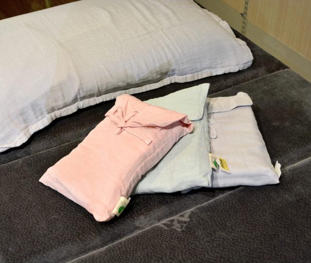 ナチュラルコットンの枕カバーが半額で超お買い得!肌触りの良い生地で季節を問わずオールシーズン使える♪インテリアに合わせやすい無地タイプで嬉しい2枚組!