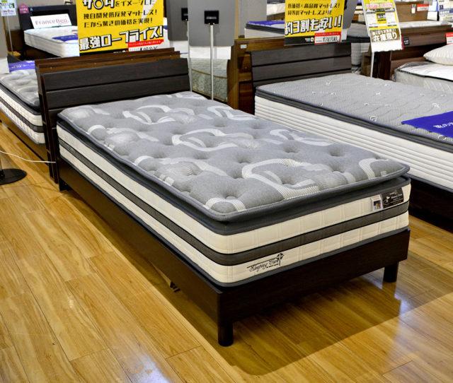 ヘッドボードが低め&コンセント付のシンプルデザインのシングルベッド!今ならオリジナルの消臭&抗菌機能プラスの低反発マットレス付きが1万円引きでかなりオトク!