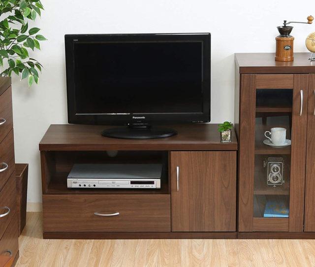 お手軽価格のTVボード!お部屋に馴染みやすいシンプルデザインで背面にはコード穴が空いておりAV機器やゲーム機の設置ができます。