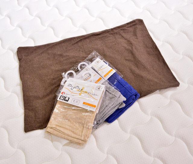 お手頃価格で早い者勝ち!優れた伸縮性によるフィット感と柔らかい肌触りが特徴の枕カバー!取付簡単な折込タイプで洗濯も手軽にできます。
