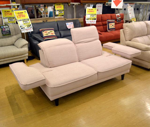 多機能布張り2人掛けソファ!肘部分が30cmづつ広くなり最大で大人3人座れます。またヘッドの角度も変えられます。