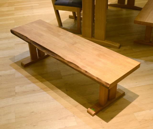 木目が美しく暖かみのあるベンチ!ダイニングでも玄関でも◎側面は一枚板風加工を施して高級感を演出!