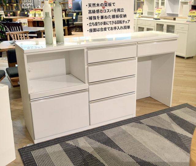 幅180cmの高級感のあるキッチンカウンター!ゴミ箱を収めることができるタイプでゴミ箱収納部分は左右どちらか好きな方に設置できます。引き出しが多くたっぷり収納ができるのもポイント!