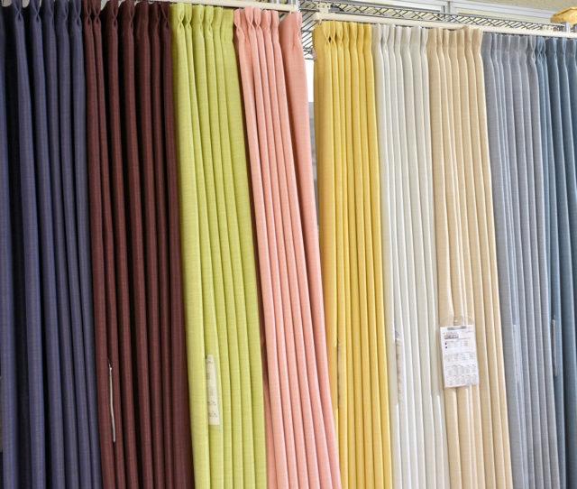 カーテンスタッフイチオシ!遮光1級・遮熱・防炎・形状記憶加工・ウォッシャブルと多機能で当店ロングセラーカーテン!日本製なのも嬉しいポイント!光沢がある生地で高級感のあるお部屋へ。