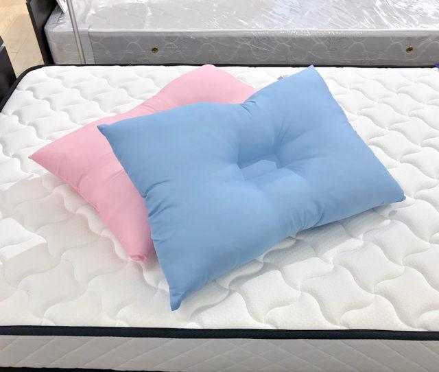 汚れやニオイが気になったら丸ごと洗えるウォッシャブル枕!滑らかで手触りのよい生地が気持ちいい♪首元と頭部にフィットしやすい凹凸ができた形状で理想的な寝姿勢をサポートしてくれます。