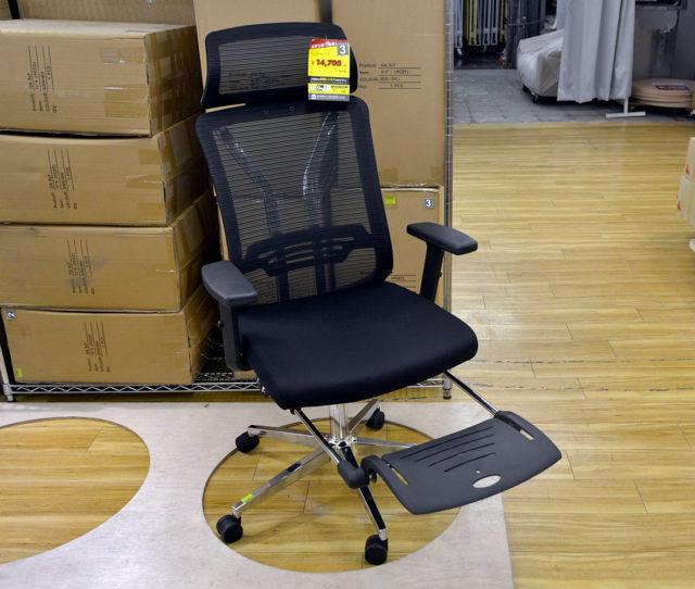 テレワークにピッタリなハイバックオフィスチェア!格納式フットレスト&リクライニング&座面高さ調整&キャスター付きで機能性抜群!背もたれは通気性に優れたメッシュ素材でムレにくい!