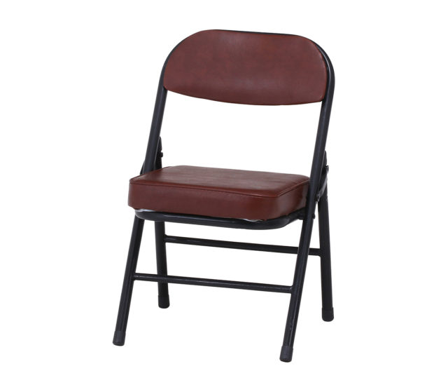 <値下げ>背もたれ付き折りたたみ式のチェア。使わない時は折りたたんでコンパクトに収納できるので、急な来客に便利♪座面クッションはウレタンフォーム仕様で疲れにくくゆったり座れます。