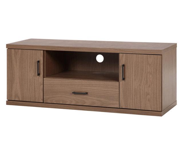 落ち着いた木目調デザインでどんなお部屋にも馴染むシンプルなテレビボード。棚にはAV機器、扉と引き出しにはDVDや小物類など、収納スペースもたっぷり。背面には配線穴が空いており、絡まりやすいコードをすっきりまとめることができます。