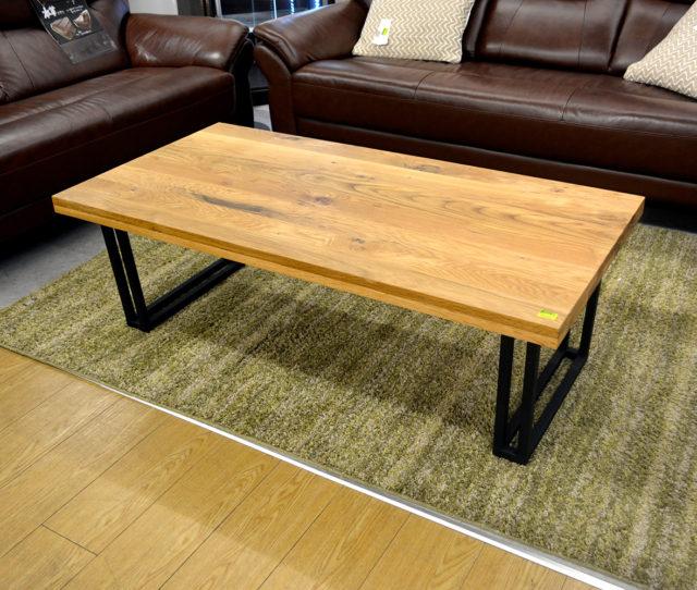 ブラックのスチール脚とオーク無垢材の天板がカッコイイ!センターテーブルが入荷!幅120cmと大きめなので使い勝手も◎