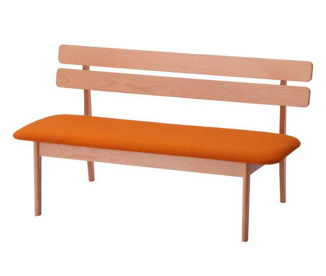 お待たせしました!背もたれ付きダイニングベンチが登場!木製フレームと丸みのある北欧風デザインでどんなお部屋にも馴染みやすい♪ロータイプ&広めの座面で小さなお子様がいるご家庭に◎