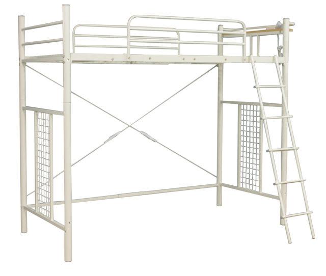 ホワイトスチールで清潔感のあるロフトベッド!ベッド下は高さがあるので、ソファやデスク、収納家具などを置いたりと有効活用できます!ヘッドボードには2口コンセントと小棚付きで便利♪