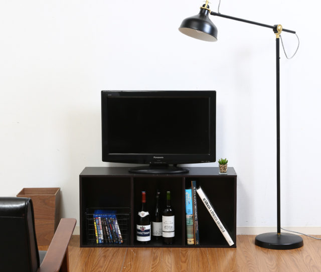 収納といえばやっぱりコレ!シンプルで使い勝手バツグンの収納カラーボックス。本やCDをまとめて収納できるのでお部屋がスッキリ片付きます。 縦でも横でも場所を問わず自由に使えて大活躍♪横にしてTVボードとしても使える!