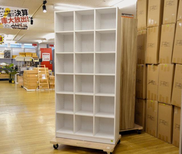 壁面を利用してたっぷり収納できるハイタイプのオープン書棚!お部屋が片付くこと間違いなし!高さをアレンジできる可動棚タイプで、本棚や飾り棚として自由に使える!うっすらと木目が見えるデザインでどんなお部屋にも合わせやすい♪