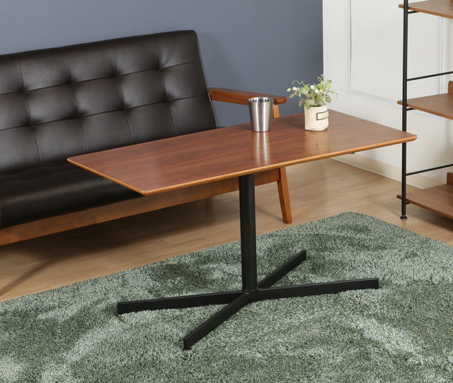 ソファとの相性が良いカフェテーブル!高さ55cmなのでソファに座ってPC作業したりダイニングテーブルとしても使いやすい♪ 一本脚のスタイリッシュなフォルムと美しい木目天板でお部屋をカフェ風インテリアを演出してくれます♪