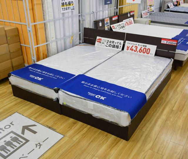 なんとシングルベッド2台買ってこの価格!幅が約196cmもあり家族みんなでゴロゴロできる!シンプルデザインで場所を選ばないフレームはすのこタイプなので通気性もGOOD!