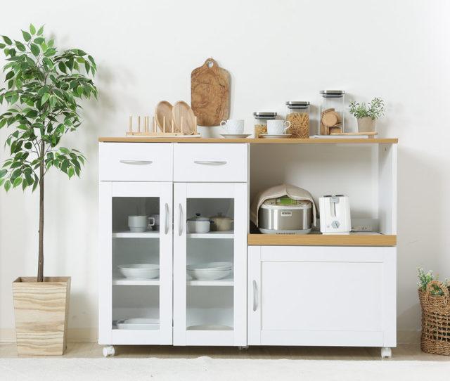 機能性×低価格◎使い勝手の良いシンプルなキッチンカウンター!収納スペースはもちろん、調理補助台としても◎コンセントやサッと引き出して使えるスライドテーブル、キャスターなどあると便利な機能がしっかり備わっています。