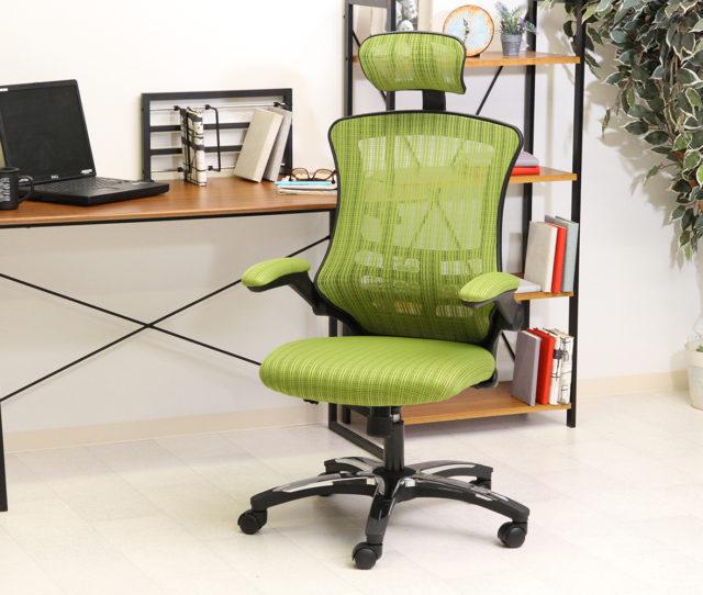 長時間のデスクワークを快適に!多機能オフィスチェア!高さと角度の調節が可能なヘッドレストとメッシュ素材背もたれはハイバック仕様で体をしっかり支え疲れにくい!アームレストは跳ね上げ式で使い分けOK!キャスター付で便利!