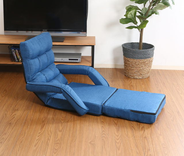 座っても横になっても◎マルチに使える42段リクライニング座椅子!ボリュームのあるクッション性で長時間座っても疲れにくい♪座面を広げると脚を伸ばしてリラックスできます。さらにフラットにするとベッドとしても使える!