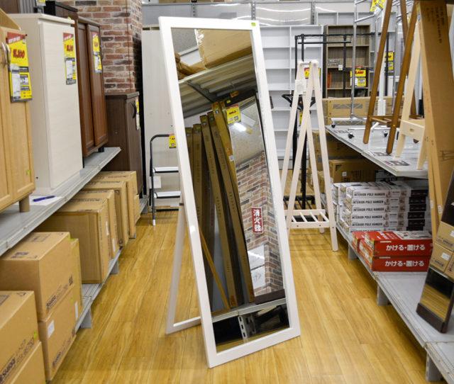 幅広60cmで全身が確認できるスタンドミラー!ホワイトフレームは鏡面仕上げで高級感を演出♪お部屋を明るく広く感じさせてくれます♪