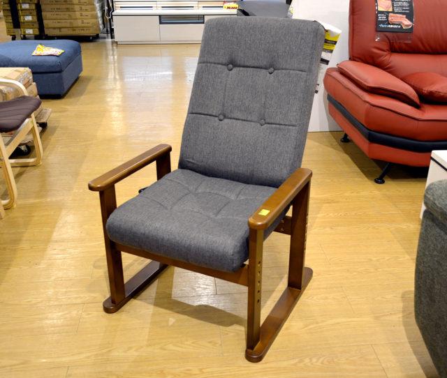 自宅でのリラックスタイムに◎リビングでも和室でも使える高座椅子!背もたれレバー式6段階130度リクライニング、座面高は4段階調整可能!お好みの角度や高さが調整できます。肘付きで立ち座りラク!