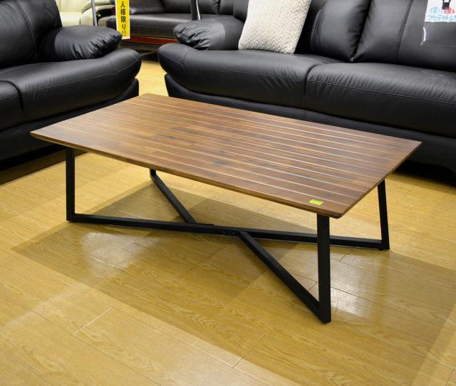 木の風合いとヴィンテージ感がGOODなセンターテーブル。天然無垢材を使用した天板とブラックのアイアンスチール脚がカッコイイ!