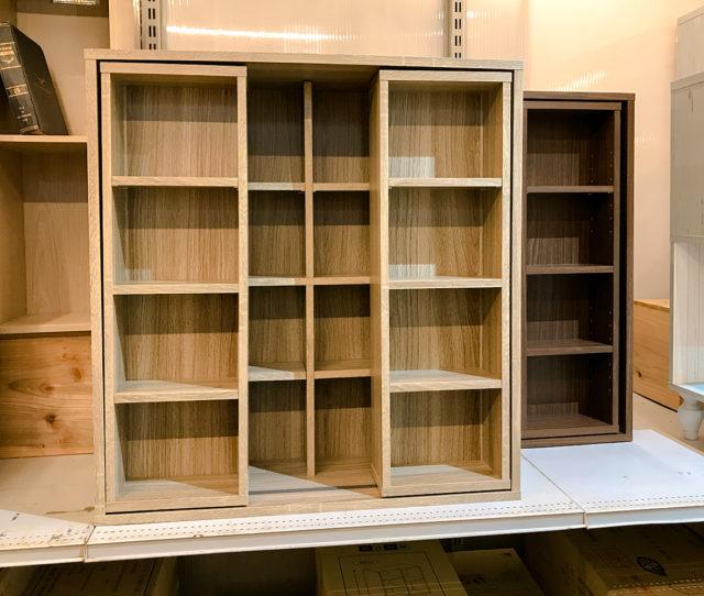 文庫本や漫画などたっぷり収納できるスライドラック!奥行29cm、2列の収納棚で単行本が最大300冊収納可能!さらに可動棚は用途に合わせて高さを自由に調整可能。雑誌や書籍、小物を飾るディスプレイラックとしてもオススメ!
