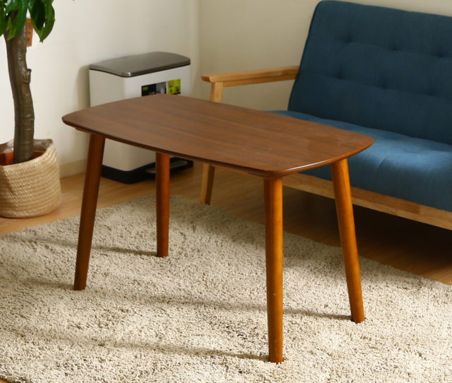 ソファでの食事やデスクワーク、勉強などにほど良い高さのリビングテーブル!落ち着いた木目調のテーブルで、お部屋のオシャレ度もアップ!少し丸みを帯びたシンプルなデザインでどんなお部屋にも合わせやすい♪